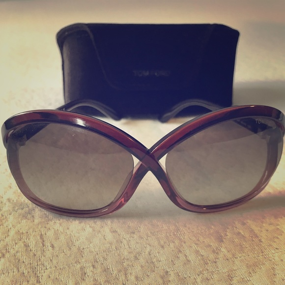 974e6869a9d38 TOM FORD Sandra Sunglasses with case   lens cloth.  M 5b59108b42aa76180eac7547